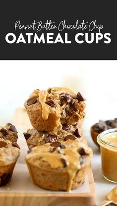 The oatmeal cup of all oatmeal cups is here! You must make these peanut butter chocolate chip oatmeal cups for a healthy breakfast all year long. Baked Oatmeal Cups, Peanut Butter Oatmeal, Healthy Peanut Butter, Chocolate Chip Oatmeal, Chocolate Peanut Butter, Chocolate Chips, Oatmeal Muffins, Mint Chocolate, Good Healthy Recipes
