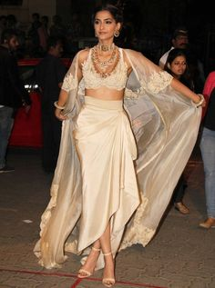 India Sarees Sexy Evening Dresses With Jacket And Sleeves V Neck Appliques Robe De Soiree Chiffon Long Evening Dress Vestidos Pink Evening Dress, Evening Dresses With Sleeves, Evening Dresses Plus Size, Nice Dresses, Indian Fashion Trends, Indian Designer Outfits, Fashion Tips, Indian Dresses, Indian Outfits