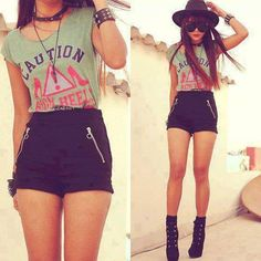 Outfit idea- high waisted shorts, long cream cardigan and a black tank top. it starts with some black high wast shorts and a cute great tank top shirt casual hat and glasses 👠🎀 Hipster Fashion, Cute Fashion, Look Fashion, Teen Fashion, Korean Fashion, Fashion Outfits, Fashion Trends, Fashion Clothes, Grunge Fashion