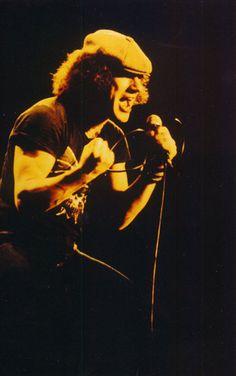BRIAN JOHNSON...AC/DC - You Shook Me All Night Long - https://www.youtube.com/watch?v=zakKvbIQ28o
