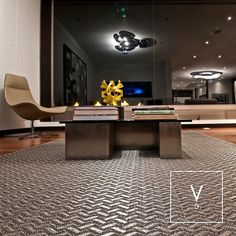 [ Made in Italy & Colombia ] Dressing up an exclusive home made in Italy. One of out clients a well-known Colombian architect brought from Milano every single piece of furniture and accesories for his new home in Bogota. The only thing he didn't go for was the rugs since he had met Verdi and fallen in love. In this space he went for our Silver Fall rug in gray and silver tones that is lit up with the most beautiful Artemide lamps placed beneath these exclusive Matteo Grassi lounge chairs…