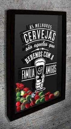 Quadro de Tampinha - As Melhores Cervejas 2  Com o texto: As melhores cervejas são aquelas que bebemos com a Família e Amigos. (em vinil aplicado no vidro frontal)