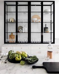 Kitchen with black metal and glass shelving Marble Countertop Kitchen Design White Kitchen Cabinets Black Countertop Design Glass Kitchen marble Metal shelving Home Decor Kitchen, Interior Design Kitchen, New Kitchen, Kitchen Pantry, Kitchen Ideas, Kitchen Planning, Rental Kitchen, Funny Kitchen, Pantry Ideas