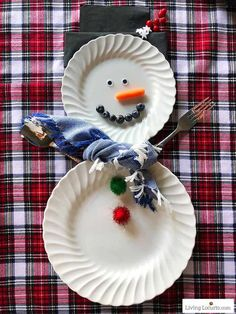 Cute snowman plates for Christmas table setting decorations! Simple DIY snowman place setting crafts to make and decorate for a holiday party. Christmas Snowman, Christmas Crafts, Christmas Ideas, Xmas, Christmas Recipes, Christmas Holiday, Holiday Ideas, Christmas House Decorations Inside, Snowman Place Setting