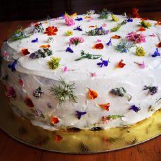 Cake with organic flowers