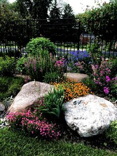 Landscaping With Boulders, Front Yard Landscaping, Backyard Landscaping, Landscaping Design, Backyard Ideas, Landscaping With Large Rocks, Landscaping Borders, Landscaping Supplies, Porch Ideas