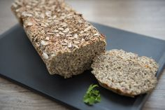 Eiweißbrot – low carb › elegant-kochen.de Cake Pop Maker, Smoothie Makers, Yummy Food, Tasty, Low Carb, Banana Bread, Food Porn, Food And Drink, Make It Yourself