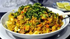 Este es un clásico Khichdi de Punjab. Esta es una comida  simple y completa simple además de uno de los platos favoritos de la India.  kitchdree es fácil  de preparar, sirve como una comida completa, rica en proteínas y, sobre todo, sabrosa. Este plato se puede hacer como un pilaf al usar menos agua o como una porrigde (gacha) cuando se cocina con más consistencia.