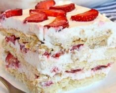 Looking for a quick and easy Spring/Summer dessert recipe? Try out delicious No Bake Strawberry Icebox Cake ! Cookie Desserts, No Bake Desserts, Easy Desserts, Delicious Desserts, Strawberry Icebox Cake, Strawberry Recipes, Banana Split, Mothers Day Desserts, Biscuits Graham
