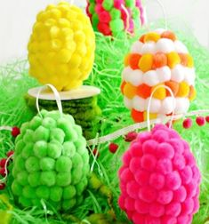 Turn white, plastic eggs into bright and whimsical pompom eggs! Ready-made pompoms and a hot glue gun make it easy to create fuzzy, colorful eggs to decorate the house for Easter or for an indoor family egg hunt. This Easter craft project . Easter Arts And Crafts, Easter Projects, Arts And Crafts Projects, Projects For Kids, How To Make A Pom Pom, Pom Pom Crafts, Plastic Eggs, Easter Crochet, Crafty Kids