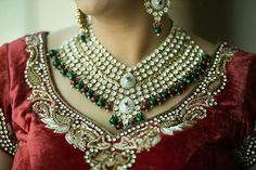 Indian jewelry - Now that's a statement necklace! Jewel Box, Jewelry Trends, Indian Outfits, Indian Jewelry, Indian Fashion, Wedding Jewelry, Boho Chic, Jewerly, Jewelry Design