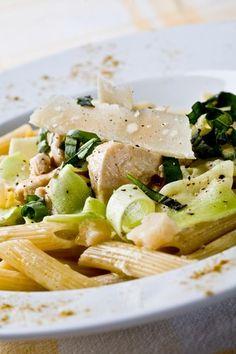 20 receitas de macarrão - Penne de abobrinha com frango