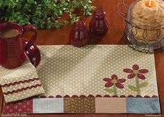 66 Ideas For Sewing Table Diy Small Place Mats Table Runner And Placemats, Quilted Table Runners, Small Quilts, Mini Quilts, Deco Table, A Table, Diy Sewing Table, Place Mats Quilted, Kitchen Decor Themes
