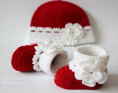Crochet baby set baby booties and hat baby girl shoes Crochet Baby Boots, Booties Crochet, Baby Girl Crochet, Newborn Crochet, Crochet Slippers, Baby Booties, Crochet Hats, Crochet Baby Blanket Beginner, Baby Knitting