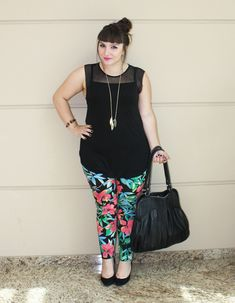 I never thought plus size girl can ever look good using flowery legging, but she looks so gorgeous..