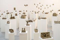 Peter Fischli / David Weiss, Skulpturen aus der Serie «Plötzlich diese Übersicht», 1981/2000