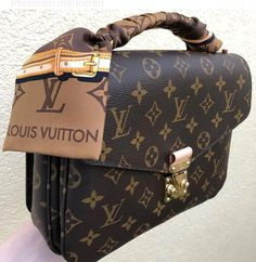 Women Fashion Style New Collection For Louis Vuitton Handbags, LV Bags to Have Popular Handbags, Handbags Online, Handbags On Sale, Purses And Handbags, Cheap Handbags, Fall Handbags, Prada Purses, Unique Handbags, Tote Handbags