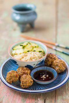 Boulettes d'agneau à la japonaise aux épices – panées au sésame doré et sauce teriyaki