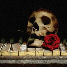Skull on Old Piano Gif scary animated skull old gif piano halloween