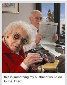 El humor, funny old people, old folks, happy old people, elderly couples Funny Old People, Old Folks, Old People Love, Couple Memes, Growing Old Together, Old Couples, Elderly Couples, Funny Memes, Hilarious