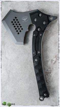 The War Party Tactical Tomahawk Axe offers a collaborative design from Paragon Knives and Sakura Blade Works of Japan. This intimidating piece is outfitted with a bearded steel blade with a durable gray coating and a black fiber combo handle. Armas Ninja, Tomahawk Axe, Trench Knife, Beil, Knife Sharpening, Tactical Knives, Tactical Swords, Bushcraft Knives, Tactical Survival