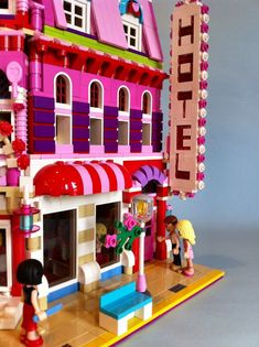 The Lego Friends: Lovely Hotel is extremely charming and popular. This Lego MOC is amazingly difficult to find, but a few more photos of this modular hotel… Big Lego, Lego Girls, Childhood Games, Lego Modular, Cool Lego Creations, Lego House, Custom Lego, Lego Moc, Lego Friends