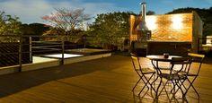 Casa Urbana usa soluções simplificadas para a decorar e estruturar ambientes