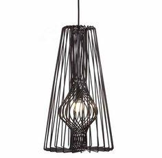 Door de bijzondere vormgeving van de lamp, wordt het licht op een prachtige manier gereflecteerd op de muren. Verder zorgen de opvallende kleuren en het sierlijke ontwerp dat de lamp een elegante toevoeging is aan het interieur! De kap van deze lamp is verkrijgbaar in een poedercoating in zwart, zachtgrijs, groen, geel of blauw. De duurdere variant is van koper of brons. Delampen worden geleverd met een plafondplaatje.  Levertijd: 2 weken