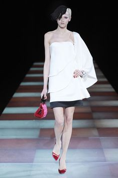 Giorgio Armani Fall 2010 Ready-to-Wear Collection Photos - Vogue