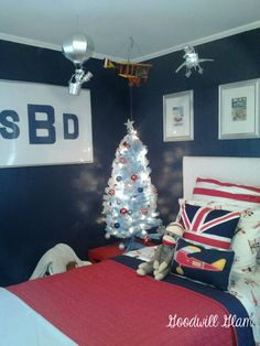 Goodwill Glam: Red, White & Blue: A Big Boy Room