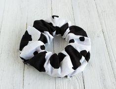 Scrunchies, Halloween Accessories, Hair Accessories, Cow Outfits, Cow Decor, Bleach Tie Dye, Suncatcher, Cute Cows, Looks Street Style