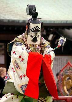 """スモク(バージョン3)さんのツイート: """"明日は聖霊会(しょうりょうえ)っていう聖徳太子の命日の大法要が大阪の四天王寺であるんだよ。 蘇利古っていう紙のお面の舞楽があるんだよ。かっこいい。 3年くらい前に見に行ったけど、雨であんまり見られなかったからまた行きたいなー https://t.co/0N1dKIlZXi"""""""