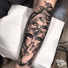 Forearm Tattoos, Body Art Tattoos, Tattoo Drawings, Sleeve Tattoos, Cool Tattoos, Athena Tattoo, Medusa Tattoo, Piercing Tattoo, Gemini Tattoo Designs
