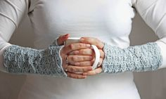 Beautiful fingerless gloves: #free #crochet #pattern