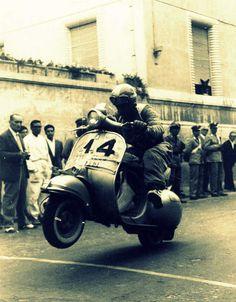 Piaggio Scooter, Vespa Lambretta, Vespa Retro, Vintage Vespa, Motor Scooters, Vespa Scooters, Vespa 200, Classic Vespa, Monster Trucks