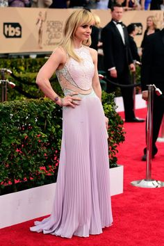 christina ricci lavender lace and tulle bridesmaid dress sag awards 2016
