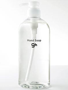 9h(ナインアワーズ)洗面台に置かれたハンドソープのボトル。