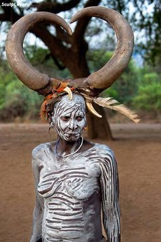 Russian and Ethiopia shaman women have had the same .traditions, where the grandmother is allowed to wear the large horns, the Mursi Shaman Woman still carry this African Tribes, African Art, Potnia Theron, Beautiful World, Beautiful People, Costume Ethnique, Foto Portrait, Folk, Tribal People