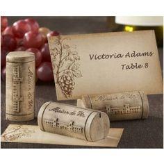 <p>Leuke plaatskaartjes houders in het design van een kurk. Op de kurken staat een afbeelding van 'Maison du Vin'. leuk bij een wijn-thema bruiloft!</p> <br /> <ul>     <li>Per 4 stuks</li>     <li>Met bijpassend plaatskaartjes</li>     <li>Afmetingen: 1,9cm x 5cm x 2.54cm</li> </ul> <p></p>