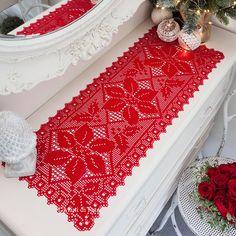 Schema+per+runner+da+tavola+a+uncinetto+filet+motivo+natalizio