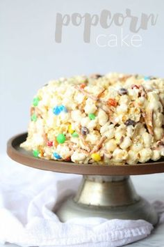 This Popcorn Cake is chewy, gooey, sweet and totally over the top! It reminds me of the popcorn cake recipe my grandma used to make! Birthday Cake Popcorn, Popcorn Cake, Candy Popcorn, Sweet Popcorn, Pop Popcorn, Pig Candy, Birthday Treats, Happy Birthday, Birthday Cake Alternatives
