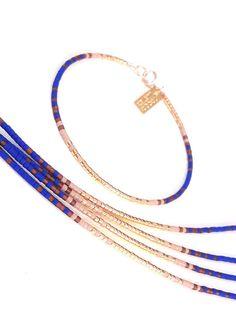 Superposition petit Bracelet, bracelet, Bracelet dégradé de bleu, bijoux de demoiselle d'honneur en couches Cette liste est pour un remplissage de l'or perles Bracelet. Bracelet est fait d'un en perles Miyuki Delica, fini avec un or fermoirs rempli. Rempli d'or est le prochain niveau