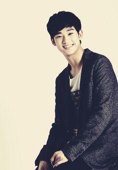 김수현 (kim soo hyun) <3 this kid is way too attractive~
