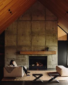 A rural home near Auckland by @fearonhay in our new issue has high, cathedral-like ceilings in recycled timber, anchored by hefty concrete walls.  @simon.c.wilson Shoot produced by @ameliajholmes Much more in our new issue. #architecture #fearonhay