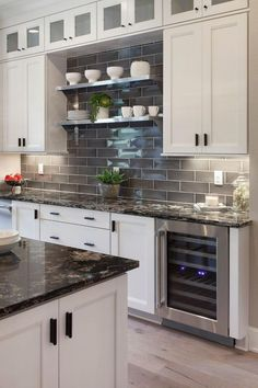 Kitchen Interior - The Kitchen Backsplash. It is the fear of each homemaker and gourmet specialist the world over. Amid the typical course of a cooking day, it is just normal that the procedure will [. Best Kitchen Countertops, Backsplash For White Cabinets, Dark Countertops, White Kitchen Cabinets, Backsplash Ideas, Dark Cabinets, Kitchen Grey, Backsplash Design, Kitchen Wood