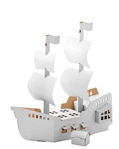 Let your child create the pirate ship of their dreams with this one from Calafant! Made of white cardboard, this ship is meant to be painted on, drawn on + most of all, played with.
