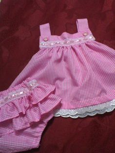Frocks For Girls, Little Girl Dresses, Baby Frocks Designs, Baby Dress Patterns, Baby Sewing Projects, Kind Mode, Baby Wearing, Baby Knitting, Doll Clothes