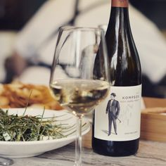 Kompsos means elegant, stylish and smooth. This blend of Assyrtiko, Malvasia Aromatica and Vidiano by @karavitakis_winery in Chania, Crete, is exactly that. Just got our hands on it and can't wait to share it with you! See link in bio🤟 Crete, White Wine, Alcoholic Drinks, Smooth, Hands, Canning, Lifestyle, Elegant, Stylish