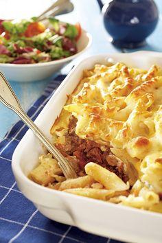 Pastitsio on kreikkalainen pastavuoka, jossa on kerroksittain pennepastaa, tomaattista jauhelihakastiketta, valkokastiketta ja juustoa.