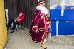 デンマークの首都コペンハーゲン(Copenhagen)郊外、バッケン(Bakken)で開催された毎年恒例の世界サンタクロース会議(Santa Claus World Congress)に参加した各国のサンタクロースたち(2013年7月23日撮影)。(c)AFP/Scanpix/SOEREN BIDSTRUP ▼28Jul2014AFP|今年も開催、サンタの年次集会 デンマーク http://www.afpbb.com/articles/-/3021591 #Santa_Claus_World_Congress